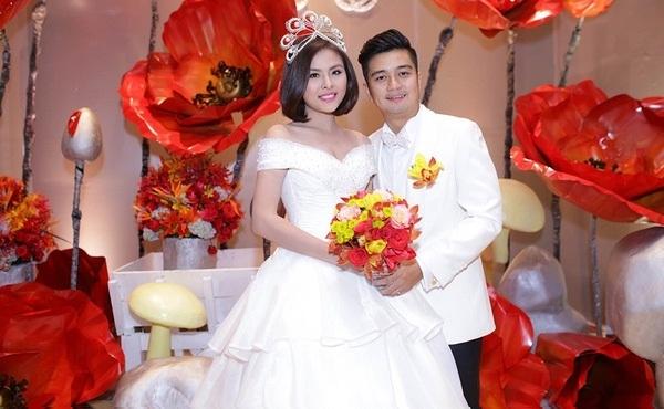 Vân Trangkết hôn cùng chú rể Hữu Quân vào đầu năm 2016 với tiệc cưới được tổ chức hoành tráng và sa hoatại TP HCM. - Tin sao Viet - Tin tuc sao Viet - Scandal sao Viet - Tin tuc cua Sao - Tin cua Sao