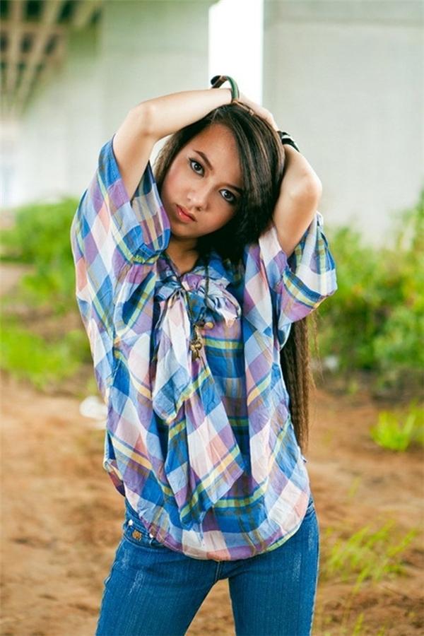 Xuân Nghi sang Mỹ học cấp 3, dịp hè 16 tuổi, cô trở về Việt Nam và ra mắt album 'Xuân Nghi 16' đánh dấu sự trưởng thành của mình. - Tin sao Viet - Tin tuc sao Viet - Scandal sao Viet - Tin tuc cua Sao - Tin cua Sao