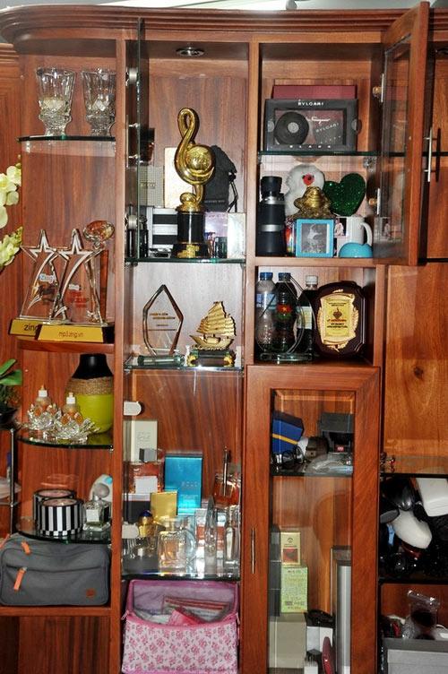 Một góc trong ngôi nhà được nam ca sĩ trưng bày những giải thưởngmà anh đã nhận được trong sự nghiệp của mình. - Tin sao Viet - Tin tuc sao Viet - Scandal sao Viet - Tin tuc cua Sao - Tin cua Sao