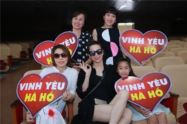 Đi đến đâu, Hà Hồ cũng nhận được sự yêu nhiệt tình từ phía khản giả. - Tin sao Viet - Tin tuc sao Viet - Scandal sao Viet - Tin tuc cua Sao - Tin cua Sao