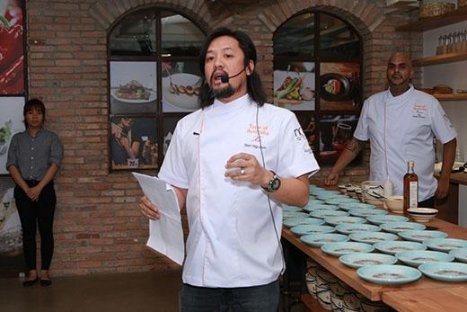 Bếp trưởng Biên Nguyễn của nhà hàng Xu.