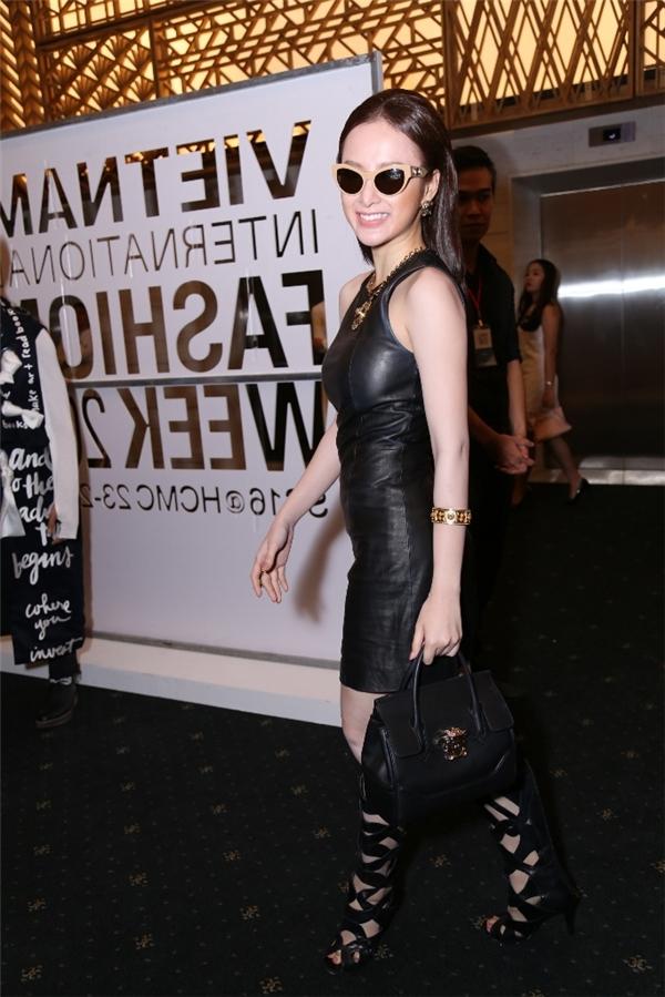 Nữ diễn viên cho biết cô rất vui khi đến tham dự chương trình thời trang tầm cỡ này.