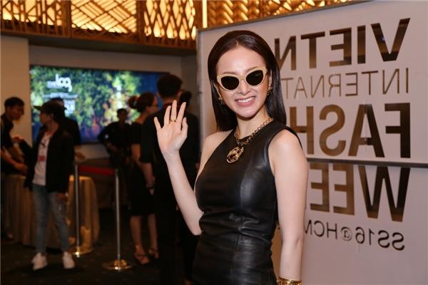 Trong đêm diễn mở màn của VIFW 2016, sẽ là show trình diễn của nhà thiết kế thời trang Nguyễn Công Trí - một ngườirất thân thiết với Angela Phương Trinh.