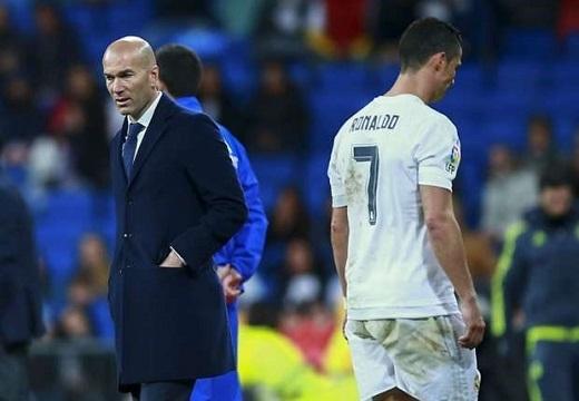 Zidane sẽ gặp rất nhiều khó khăn khi không có sự phục vụ của Ronaldo.Ảnh: Goal.