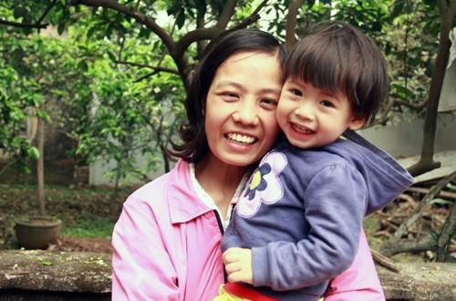Chị Nguyễn Thị Yên đã từ bỏ điều trị ung thư để sinh con và trở thành tấm gương về tình mẫu tử bao la. Ảnh:Phan Dương.