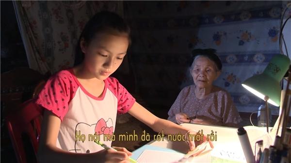 Bà nội là điểm tựa cuối cùng mà Kiều Anhcó được trên cuộc đời này.