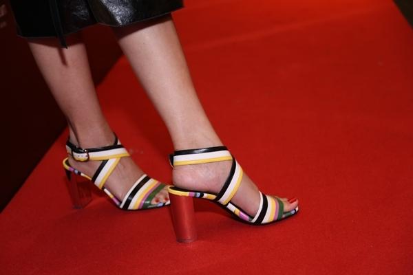 Đôi giày kẻ đế thấp của thương hiệuSalvatore được Thanh Hằng ưu ái lựa chọn. - Tin sao Viet - Tin tuc sao Viet - Scandal sao Viet - Tin tuc cua Sao - Tin cua Sao