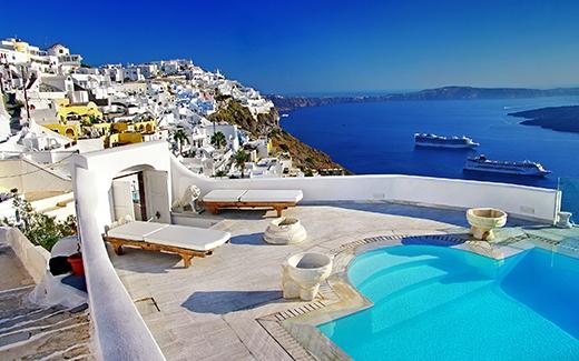 ĐảoSantorini nổi bật với 2 gam màu xanh và trắng. (Ảnh: Internet)