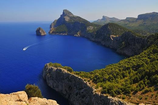 Mallorcakhông chỉ là hòn đảo lớn nhất của Tây Ban Nha mà còn trở thành một trong những biểu tượng du lịch của nước này.(Ảnh: Internet)