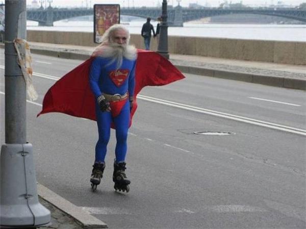 Cách di chuyển của 'Super man' khi về già.