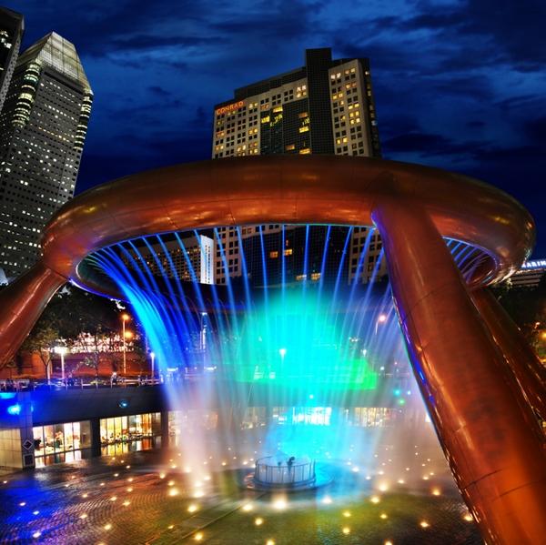 Đài phun nước tuyệt đẹp về đêm. (Ảnh: Internet)