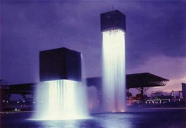 Khối kiến trúc khổng lồ lơ lửng giữa không trung. (Ảnh: Internet)