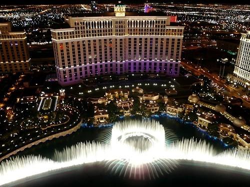 Bellagiovẫy vùng giữa vùng trời Las Vegas. (Ảnh: Internet)