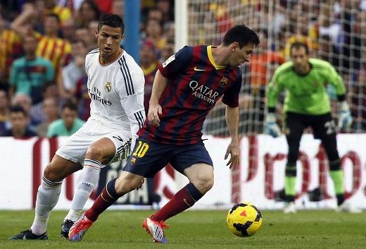 Ronaldo sẵn sàng lao về phòng ngự - tranh cướp bóng nếu cần thiết.