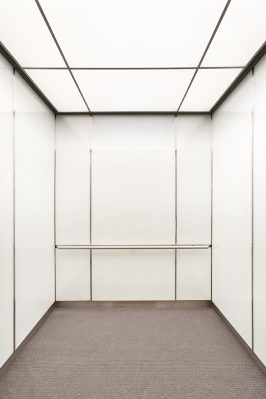 Không gian trong thang máy dù kích thước lớn hay nhỏ vẫn thường khiến cho người sử dụng cảm thấy ngột ngạt và chật chội.(Ảnh: Internet)