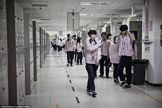 Khu vực tủ khóa của các công nhân (Ảnh: Internet)