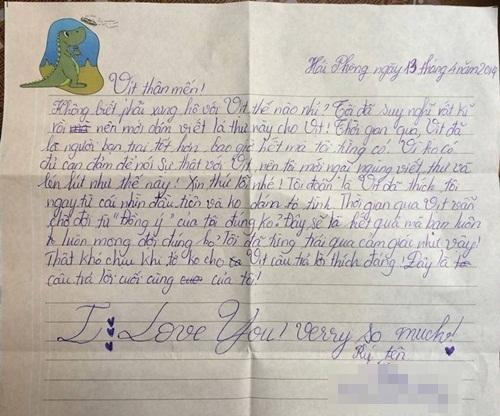 Nét chữ thanh mảnh của một bé gái.
