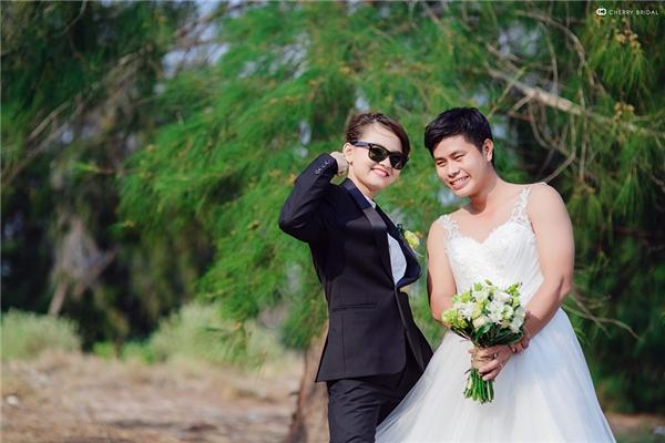 Duy và Phượng biết nhau từ năm 2011, sau 3 năm trò chuyện qua mạng, cặp đôi quyết định gặp nhau ngoài đời.