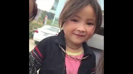 """Dân mạng """"phát cuồng"""" với bé gái 5 tuổi người Mông xinh xắn"""