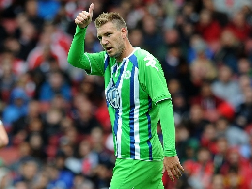 """Bendtner từng được mệnh danh là """"máy bay B52"""" ở Arsenal nhưng giờ phải thất nghiệp."""