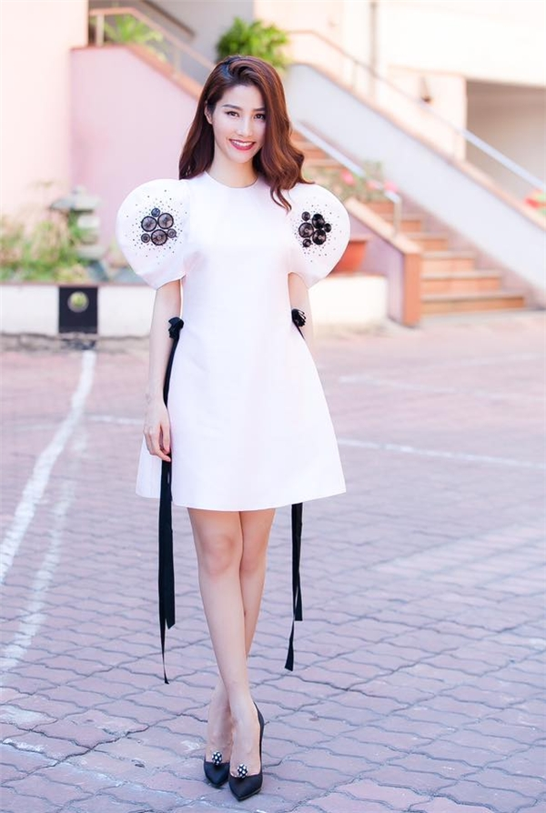 """Diễm My 9X duyên dáng và yêu kiều với style váy xòe tay bồng, thắt nơ eo kiểu """"công chúa"""". - Tin sao Viet - Tin tuc sao Viet - Scandal sao Viet - Tin tuc cua Sao - Tin cua Sao"""