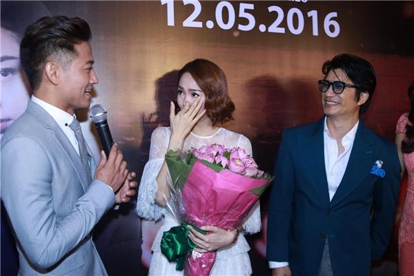 """Quý Bình """"cầu hôn"""" Minh Hằng, Tú Vi đọ sắc mĩ nữ Thái Lan"""