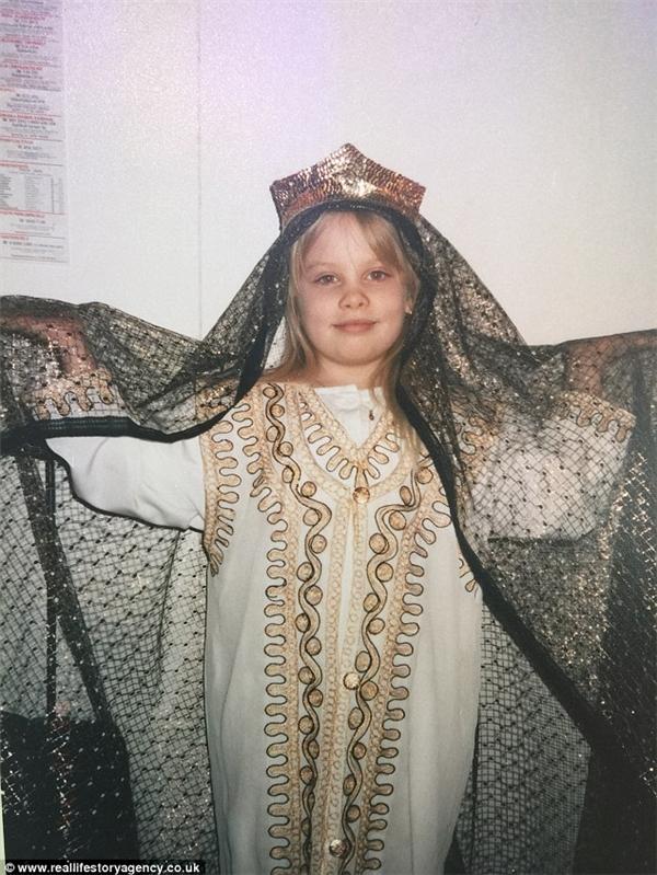 Cuộc đời Jasmin chỉ mới bắt đầu nhưng đã sớm gặp phải một bước ngoặt kinh hoàng khi cô mới 9 tuổi. (Ảnh: Internet)