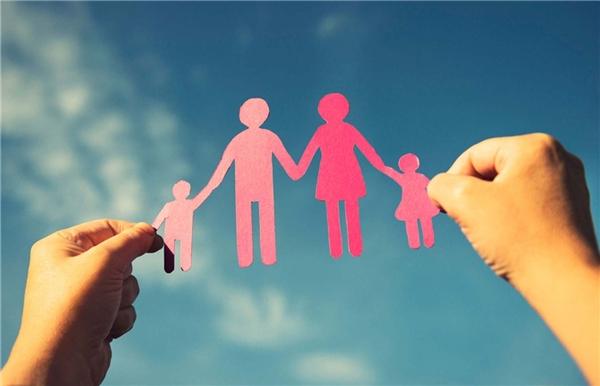 Dù cho cả thế giới này có quay mặt với bạn thì gia đình luôn dang rộng vòng tay đón bạn trở về. (Ảnh: Internet)