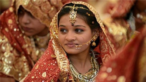 Các cô dâu Ấn Độ thường đeo đầy trang sức bằn vàng vào lễ cưới. (Ảnh: Internet)