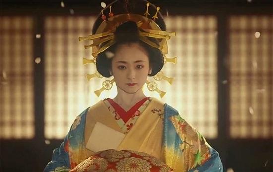 Yumi Adachi gây sốc với cảnh nóng.