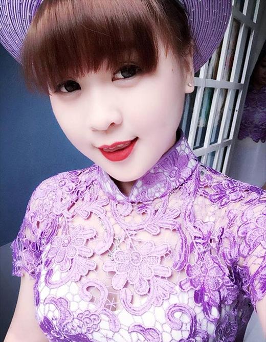 Cô gái Nguyễn Thị Ngân Hà (sinh năm 1990, sống tại Bình Dương) hứng chịu nhiều gạch đá bởi hình xăm phủ kín tấm lưng trần.