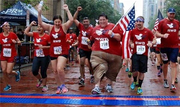 Kể từ đó anh quyết tâm ăn uống khoa học và tham gia mọi cuộc thi chạy bộ mà mình được mời.