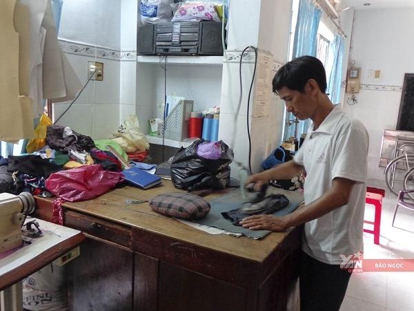 Anh Khương hướng con thiđại học vào ngành thiết kế thời trang, theo nghề may truyền thống của gia đình.