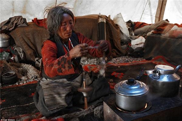 Người Chang Tang-Pa không dùng tiền, sống chủ yếu bằng việc trao đổi hàng hóa (phần lớn là dê và các sản phẩm từ dê).