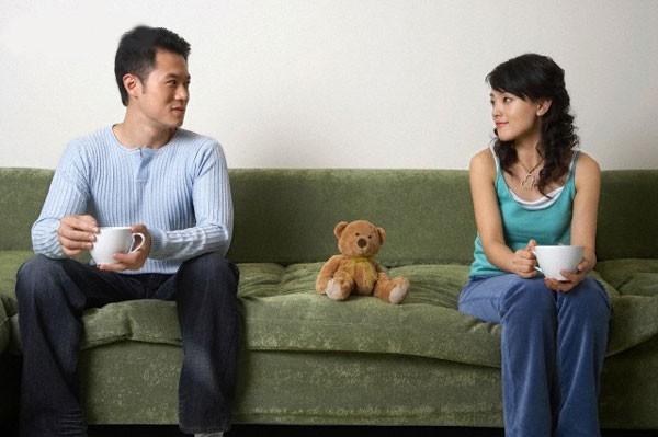 Khi ở bên cạnh một người phụ nữ biết lắng nghe, người đàn ông sẽ cảm thấy trái tim mình thanh thản lạ thường (Ảnh minh họa)