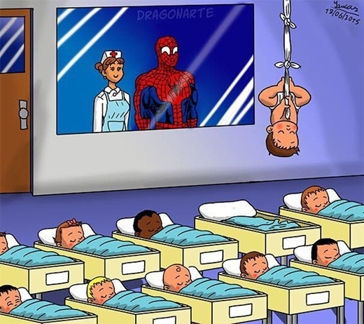 Đáng yêu nhất có lẽ là con trai của anh chàngNgười nhện. Từ nhỏ đã học bố, dùng khăn buộc lại và ngủ ngược.