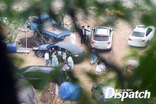 Phóng viên Dispatch được cho là leo lên trên cây cao để chụp đám cưới của Won Bin