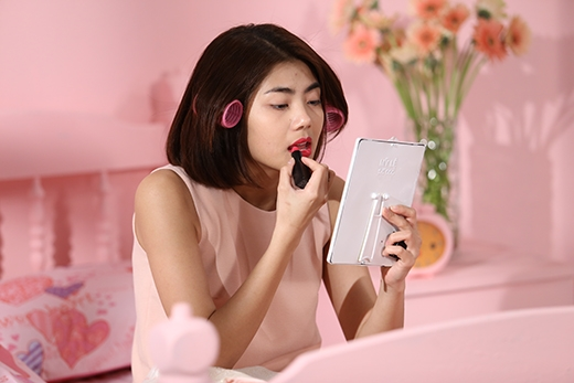 """Và sau đó, sự xuất hiện bất ngờ của Miss World Việt Nam 2015 Lan Khuê và stylish Kelbin Lei đã giúp Phương Linh thay đổi """"cục diện""""."""