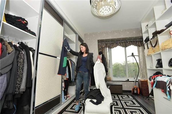 Một không gian chứa quần áo thế này có khi phải mất cả ngày trời mới sắp xếp được hoàn chỉnh. (Ảnh: Internet)