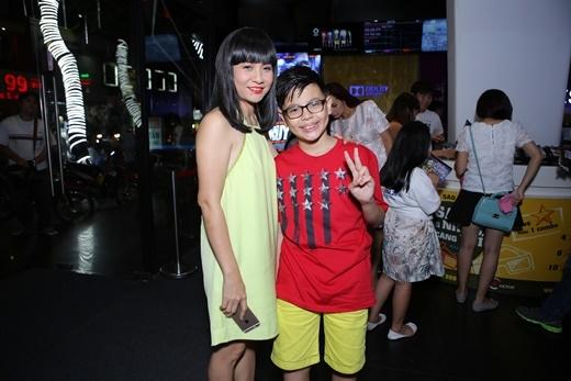 Nghệ sĩ Cát Phượng cũng cùng con trai đến xem phim - Tin sao Viet - Tin tuc sao Viet - Scandal sao Viet - Tin tuc cua Sao - Tin cua Sao