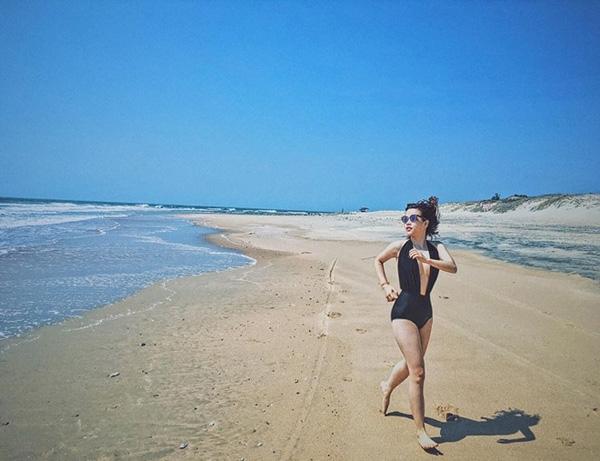 Góc chụp bãi biển Long Hải vừa lạ vừa độc. Phương Anh thường chỉ chỉnh ảnh đơn giản trên Instagram nhưng lại cho ra những sản phẩm với màu sắc độc đáo như thế này.