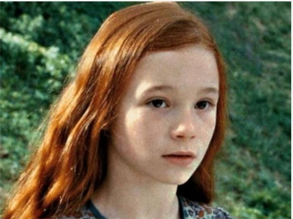 Mẹ củaHarry có mắt nâu nhưng trong phim lại là màu xanh lá.(Ảnh: Internet)