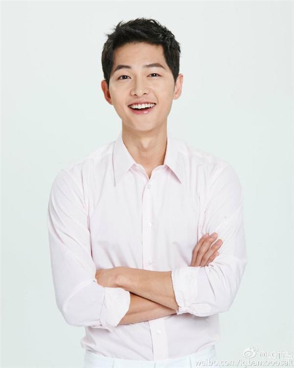 """Song Joong Ki bỏ lỡ danh hiệu """"chàng rể quốc dân"""" vào tay Park Hae Jin"""