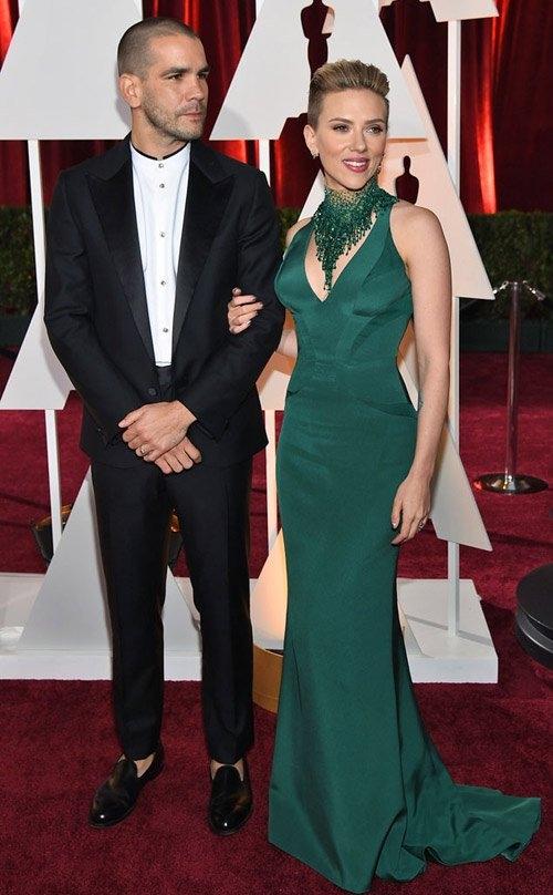 Hiện tại, Scarlett Johansson đang có một cuộc sống vô cùng viên mãn. Ngoài sự nghiệp càng ngày càng thăng tiến, nữ diễn viên còn đang có một gia đình hạnh phúc với chồng và cô con gái đầu lòng.