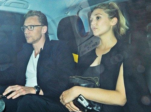 Về đời tư, nữ diễn viên này cũng khiến không ít trái tim của fan tan nát khi có thông tin đang hẹn hò cùng nam diễn viên nổi tiếng nước Anh TomHiddleston.