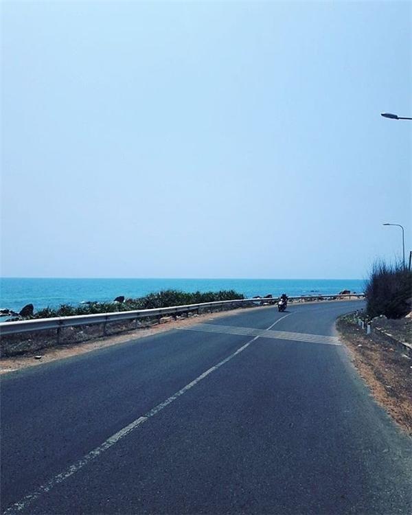 Đoạn đường biển ở Lagi - Bình Thuận. (Ảnh: Instagram @itmehuin)