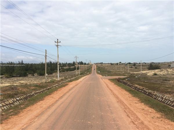 Đường biển từ Quy Nhơn – Quảng Ngãi(Ảnh: Phạm Quang Tuân)