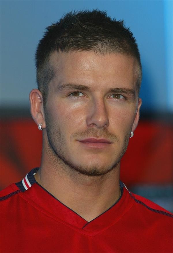 Hình ảnh của Beckham vào năm 2001 với mái tóc chỉ còn vài centimet.