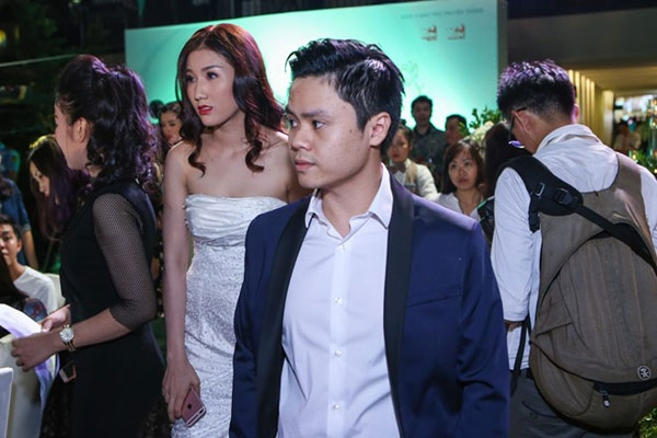 Cứ ai sánh bước cùng Phan Thành đều được cho là người Phan Thành đang hẹn hò.