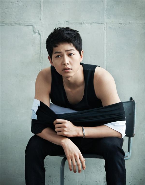 Từ vẻ ngoài năng động, đáng yêu cho đến người đàn ông trưởng thành, Song Joong Ki đã có cú xoay người 180 độ ngoạn mục.